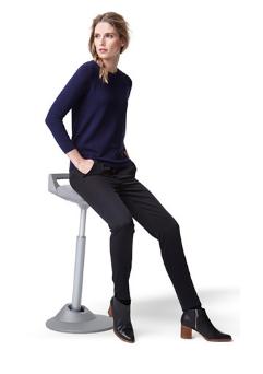muvman Aktiv-Sitz Stehstuhl, Bezug grau, Gestell grau, Sitzhöhe bis 84 cm von aeris